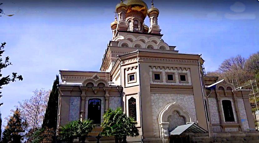 Вид храма в Алупке